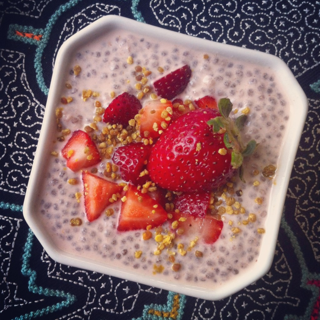 raw chia pudding jordgubbsmjölk strawberrymylk superfood